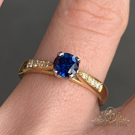 Australian-Sapphire-diamond-ring-bentley-de-lisle-two-tone