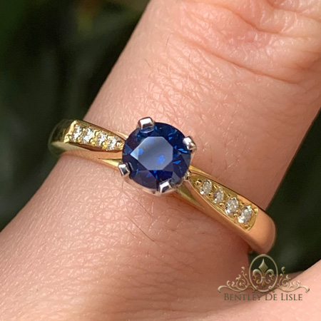 Australian-Sapphire-diamond-ring-round-bentley-de-lisle