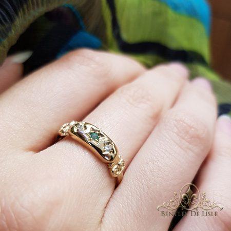 Antique-style-Emerald-Diamond-star-set-ring-bentley-de-lisle