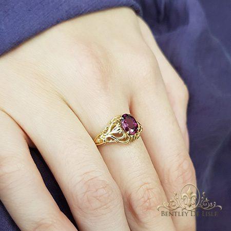 Rhodolite-garnet-oval-antique-style-ring-bentley-de-lisle