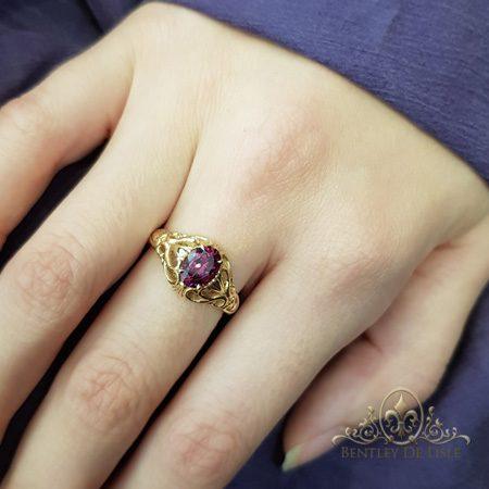 Rhodolite-garnet-oval-vintage-style-ring-bentley-de-lisle