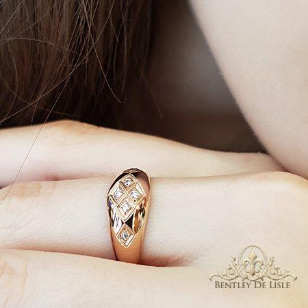 Rose-gold-domed-panel-grain-set-antique-style-diamond-ring-bentley-de-lisle