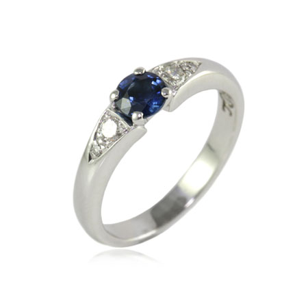 Sapphire-diamond-engagement-ring-bentley-de-lisle