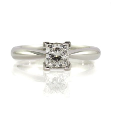 Princess-cut-diamond-engagement-ring-platinum-bentley-de-lisle