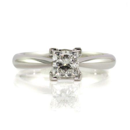 Princess-cut-diamond-engagement-ring-platinum-bentley-de-lisle