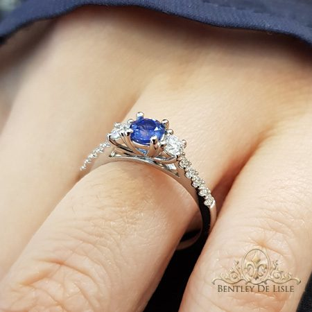 Ceylon-sapphire-diamond-engagement-ring-round-bentley-de-lisle
