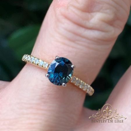 Teal-sapphire-three-stone-engagement-ring-Brisbane-box-bentley-de-lisle