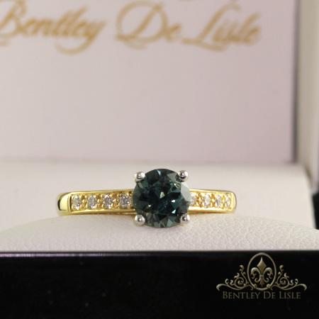 Blue-sapphire-diamond-yellow-gold-ring-Brisbane-bentley-de-lisle