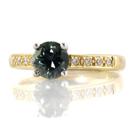 Blue-sapphire-diamond-yellow-gold-ring-bentley-de-lisle