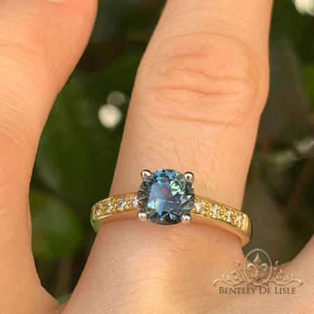 Blue-sapphire-diamond-yellow-gold-ring-hand-bentley-de-lisle