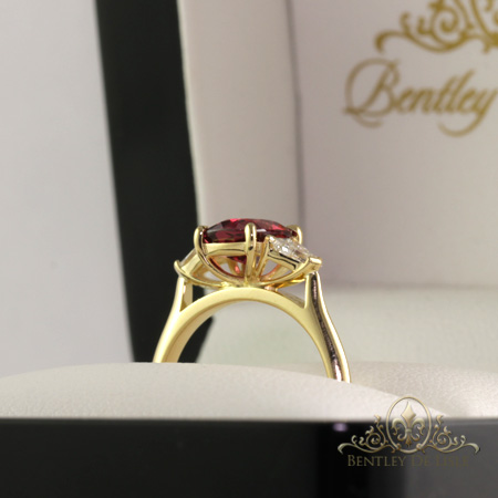 Red-spinel-diamond-ring-box-bentley-de-lisle