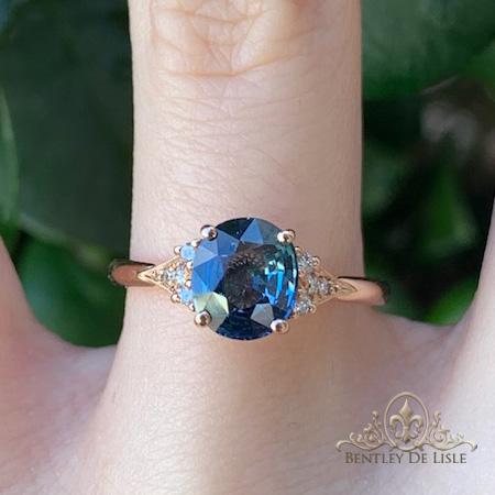 Oval-sapphire-vintage-style-ring-paddington-bentley-de-lisle