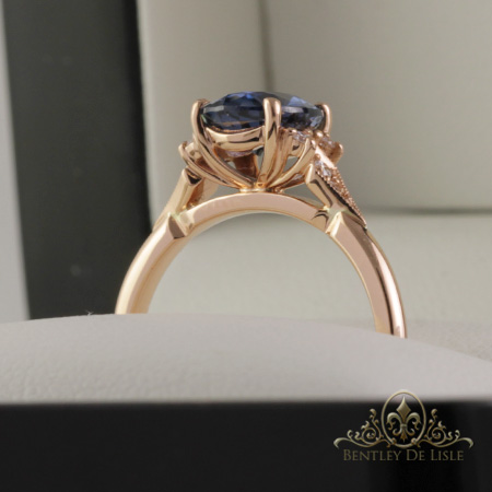 Oval-sapphire-vintage-style-ring-side-bentley-de-lisle