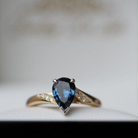 pear-shape-sapphire-diamond-engagement-ring-bentley-de-lisle