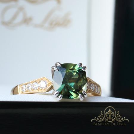 Parti-Green-Sapphire-Cushion-Sapphire-Ring-box-bentley-de-lisle