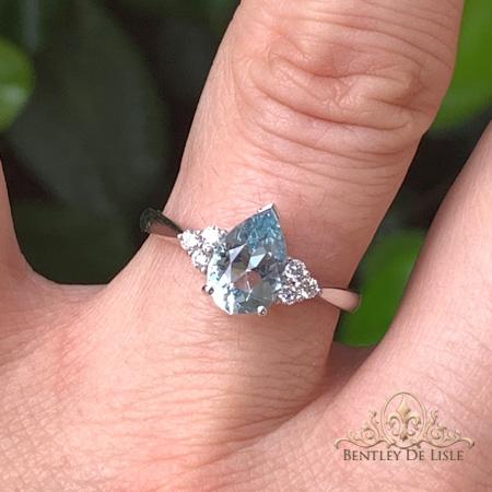 aquamarine-diamond-gold-ring-paddington-bentley-de-lisle