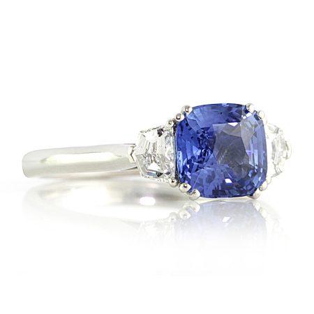 Cornflower-blue-sapphire-cadillac-diamonds-ring-bentley-de-lisle